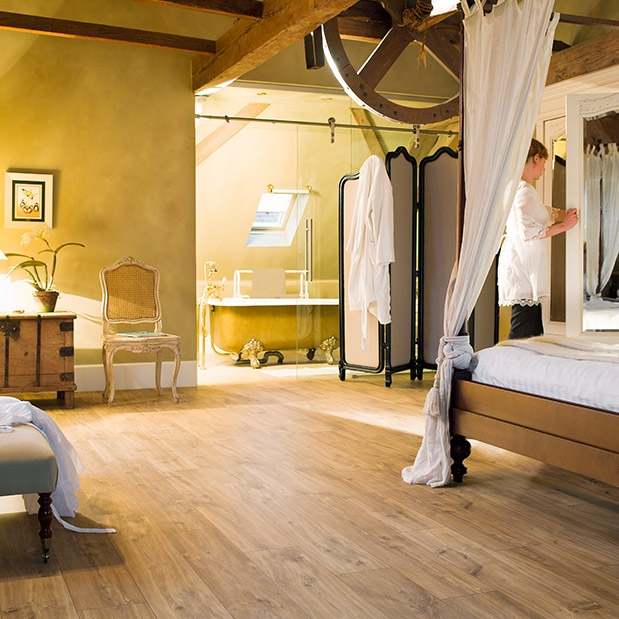 Do koupelny je vhodná dlažba nebo podlahy z exotických dřevin