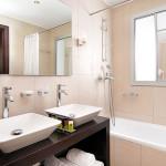 Správný obklad vaši koupelnu zvětší i zútulní