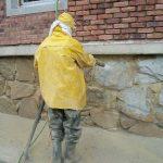 Tryskání pískem: Efektivní opracovávání povrchů nachází uplatnění venku i v interiérech