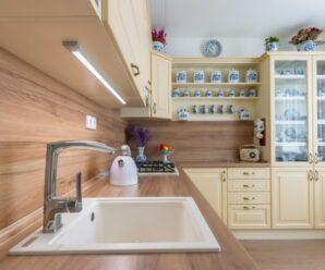 Rustikální kuchyně oslní nadčasovým vzhledem a elegancí